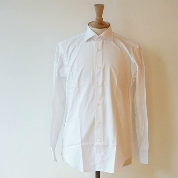 上質な白シャツ